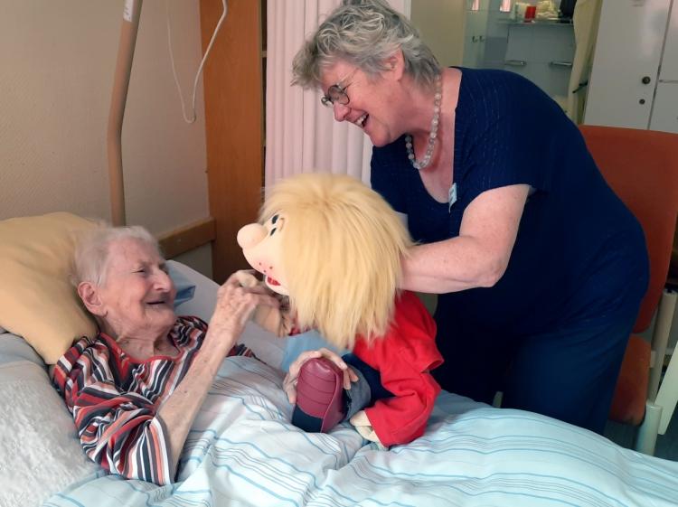 Einzelbetreuung mit Puppe