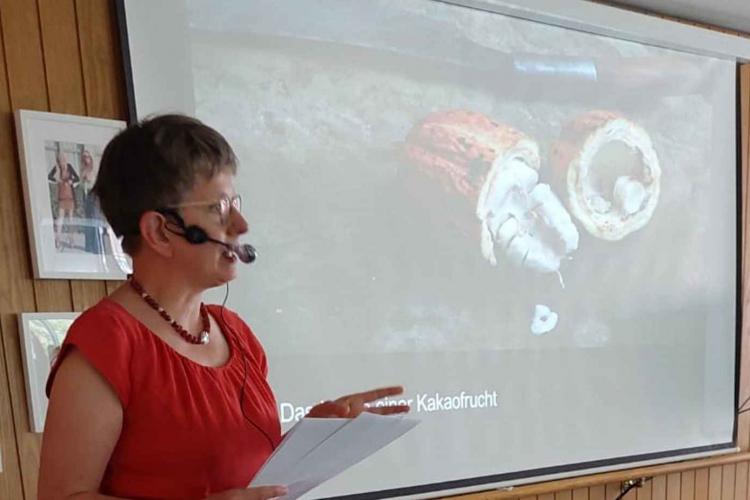 Frau Wirtz hält Vortrag