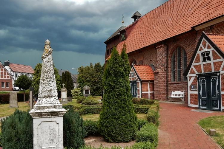 die Kirche in Mittelnkirchen